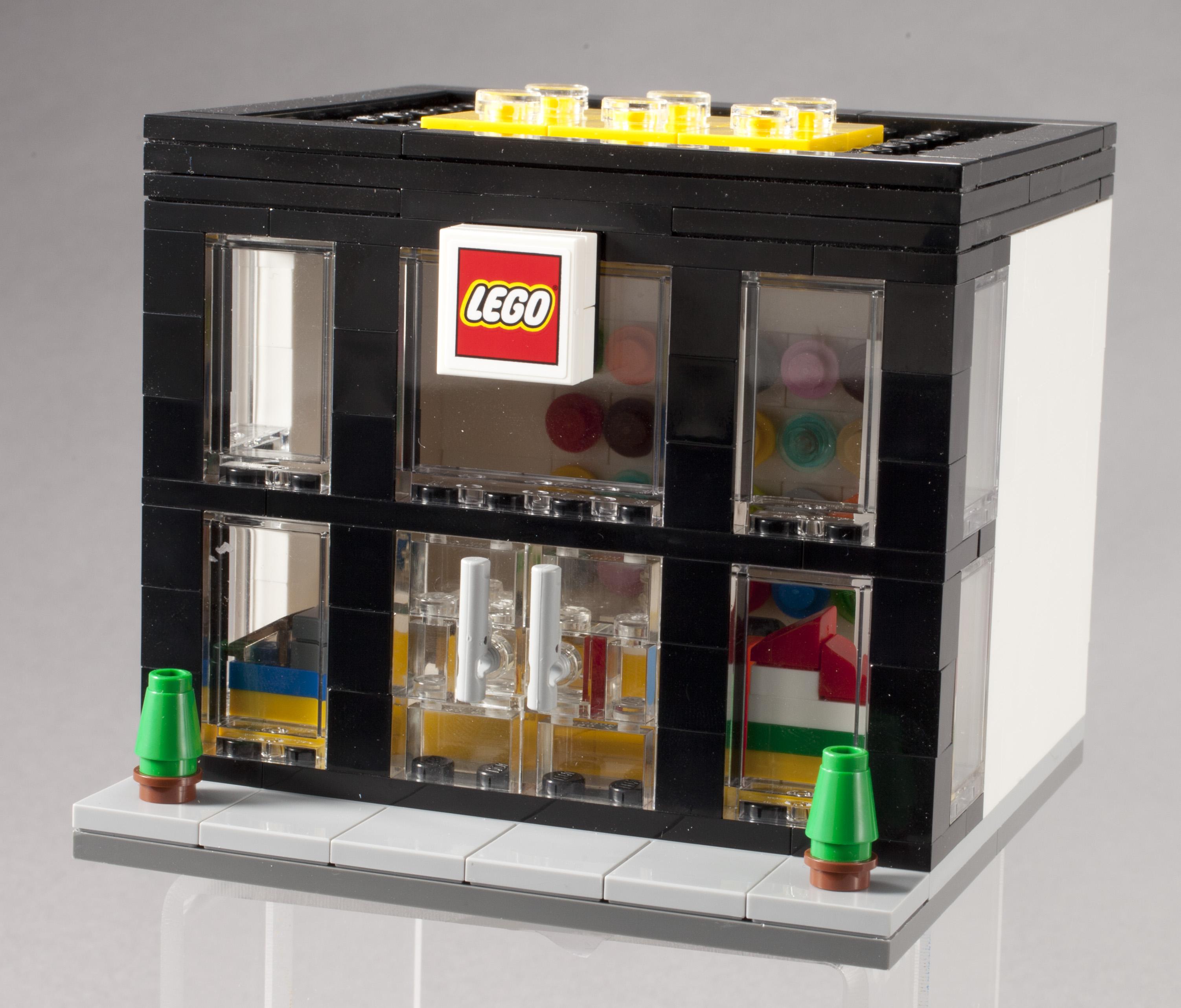 3300003 LEGO Brand Retail Store Set