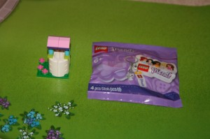 LEGO Friends Well and Keychain Easter 2013 Event at ToysRUs USA