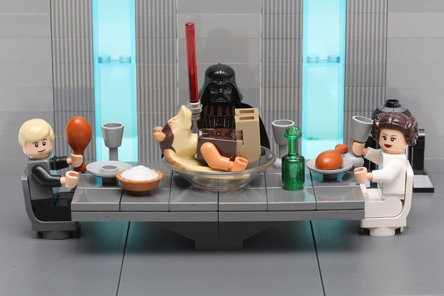 MOC-Thanksgiving-at-the-Skywalkers.jpg