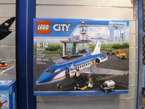 LEGO 60104 Airport Passenger Terminal NYTF 2016 - Toysnbricks