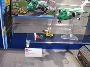 LEGO City 60101 Airport Cargo Plane August 2016 - Toysnbricks