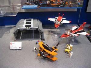 LEGO City 60103 Airport Air Show August 2016 NYTF - Toysnbricks