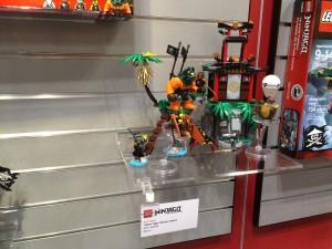LEGO Ninjago 70604 Tiger Widow Island NYTF 2016 - Toysnbricks