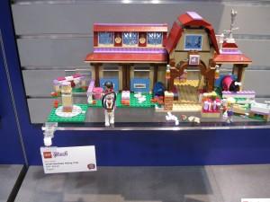 41126 LEGO Friends Heartlake Riding Club NYTF 2016 - Toysnbricks