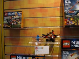 LEGO Nexo Knights 70318 The Glob Lobber NYTF August 2016 - Toysnbricks