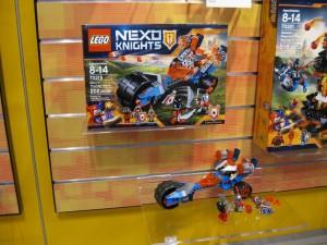 LEGO Nexo Knights 70319 Macy's Thunder Mace NYTF 2016 - Toysnbricks