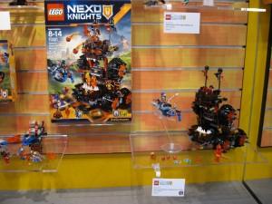 LEGO Nexo Knights 70321 General Magmar's Siege Machine of Doom NYTF 2016 - Toysnbricks