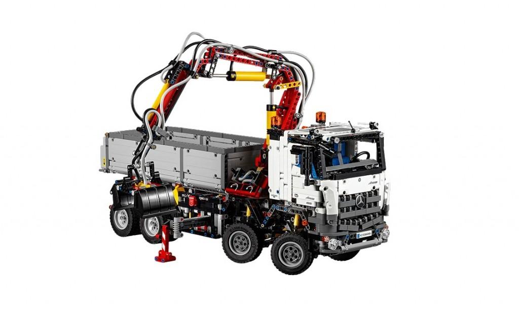 LEGO Technic 42043 Mercedes-Benz Arocs 3245 - Toysnbricks