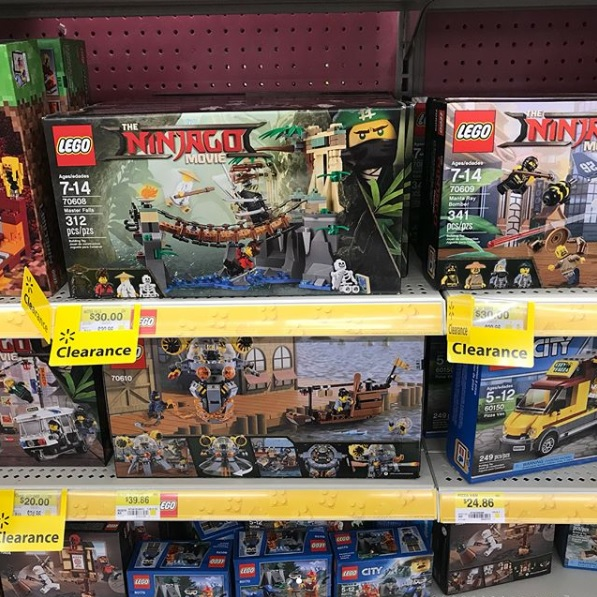 Toys n bricks lego news site sales deals reviews for Lago store outlet